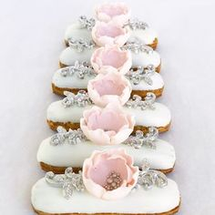 Celebrate love in style with sweetness Candy Bar Wedding, Wedding Cookies, Wedding Desserts, Small Desserts, Mini Desserts, Jewel Cake, Cocktail Desserts, Buttercream Wedding Cake, Cake Decorating Videos