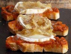 Montaditos de sobrasada, queso de cabra y cebolla