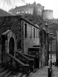 Edinburgh Castle from the Old Town Scotland Uk, Edinburgh Scotland, Most Beautiful Cities, Beautiful World, Old Town Edinburgh, Edinburgh Castle, Scottish Castles, Ancient Architecture, Best Cities
