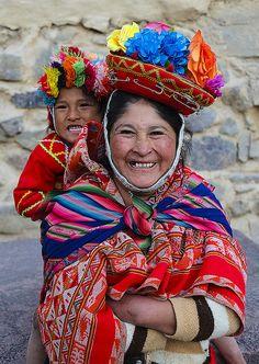 Inca woman and child, Ollantaytambo, Urubamba, Peru.