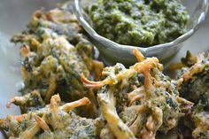 Spinach and onion pakora with green chutney