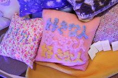 好きな人を抱きしめる クッション momoko fukaya Image from Fashionsnap.com