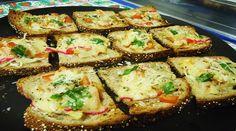 Bruschettas simples de tomate, cebola e queijo bola!