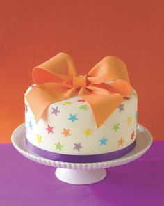 Nothing says 'celebrate' like a Big Bow Cake! Discover how to make this…