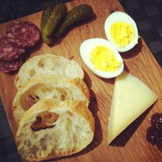 My ploughman's lunch for...lunch! Love the creamy Five Brother's #cdncheese. #simplepleasures