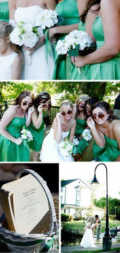 Love the green bridesmaids dresses :)