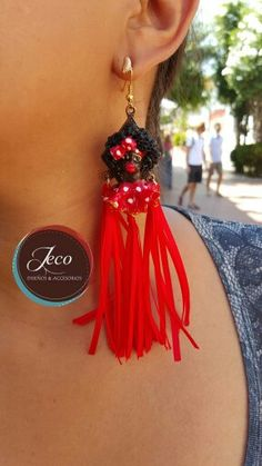 Aretes carnaval www. Bag Accessories, Carnival, Burgundy, Jewelry Making, Drop Earrings, How To Make, Crafts, Etsy, Womens Fashion