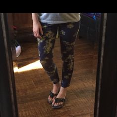 JESSICA SIMPSON BLUE FLORAL KISS ME ANKLE PANT,NEW JESSICA SIMPSON BLUE FLORAL KISS ME ANKLE PANT, New with tags! Size: 29, true to size! Very cute & so comfy! I can ALWAYS get YOU discounted shipping! Jessica Simpson Jeans Skinny