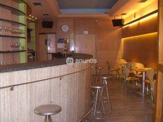 Se alquila bar en el centro de Errenteria, totalmente equipado, posibilidad de poner mesas en la calle, peatonal fin de semana.Salida de humos. Condiciones a consultar.