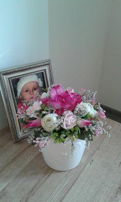 Eustoma+a+růže+Celoroční+trvanlivá+aranžmá.+Výška+dekorace+18cm,délka+18cm,šířka+18cm.+,