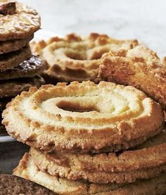 Emmerys opskrift på vaniljekranse - Winelab.dk Breakfast Biscuits, Breakfast Cookies, Baking Recipes, Cookie Recipes, Danish Cookies, Pastry School, Danish Food, Pastry Cake, Snacks