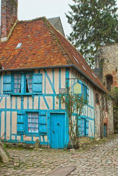 Gerberoy, France! When most people think France, they immediately think Paris, and often times it is unfortunately the only city they visit. Click through to see 9 of the most charming towns in France!