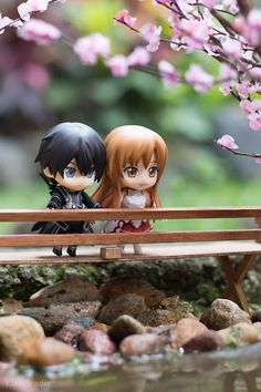 ☄★○ collectible anime figures ~ like come to life ♥ Kirito and Asuna from 'Sword Art Online' - nendoroid - chibi - sakura - cherry blossoms - flower - bridge - miniature - photography - cute - kawaii ○★☄ Anime Chibi, Manga Anime, Sao Anime, Arte Online, Online Art, Online Anime, Yui Sword Art Online, Kirito Asuna, Kirito Sword