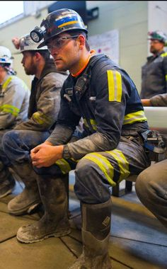 Scruffy Men, Hunks Men, Hard Hats, Body Poses, Coal Mining, Men In Uniform, Construction Worker, Well Dressed Men, Sport Fashion