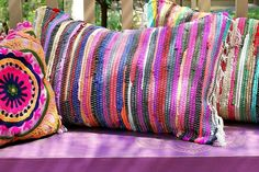 Using fabric glue and simple office clips, you can create fantastic rag rug pillows sturdy enough to use as floor cushions or outside on the patio. Diy House Projects, Diy Furniture Projects, Sew Pillows, Throw Pillows, Fabric Glue, Diy Videos, Diy Wall, Diy Painting, Dollar Stores
