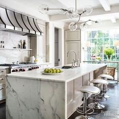 When keeping an open layout, single-level islands allow light to seamlessly stream through a space. Not only do counter-height islands increase the intimacy of a kitchen, they also expand valuable prep space. /