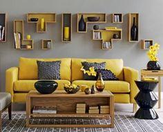 Estantes geométricas acompanham o amarelo e cinza. (Foto Jolie Place)