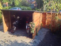 fietsen schuurtje in de voortuin: augustus 2014