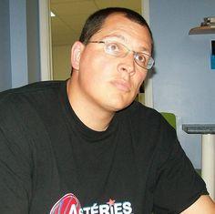 Enseigner différemment avec les TICE http://pedagotic.uqac.ca/?post/2011/08/14/Enseigner-diff%C3%A9remment-avec-les-TICE