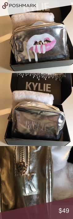 ❤️ LIMITED EDITION HOLIDAY COLLECTION MAKEUP BAG A medium-sized metallic makeup bag perfect for storing and carrying all of your favorite #KylieCosmetics products. This makeup bag is in our limited edition holiday silver!  🚫NO TRADES🚫  ✅💯% AUTHENTIC‼️  ✅BUY WITH CONFIDENCE  ✅PRICE IS FIRM Kylie Cosmetics Makeup Brushes & Tools