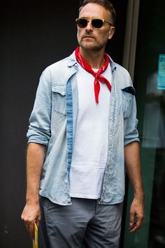 chambray + neckerchief, Street looks homme Milan // menswear street style + fashion