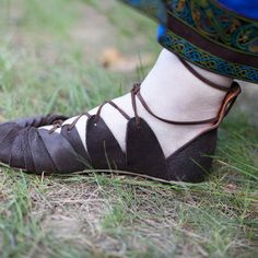 "Viking's Leather Sandals ""Ingrid"" :: by medieval store ArmStreet Natural Leather, Leather And Lace, Brown Leather, Vikings, Viking Shoes, Viking Footwear, Viking Dress, Celtic Dress, Fantasy Costumes"