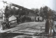"""Gränsen mellan Finland och Ryssland under sommaren 1918. Vid bron över """"Systerbäck"""" i Valkesaari. World Conflicts, Helsinki, Larp, Old Photos, Finland, Wwii, Around The Worlds, Outdoor, Vintage"""