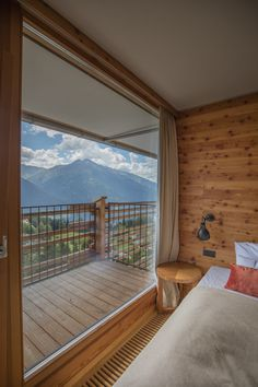 The Awesome Suite is a true bead. On 118 square meters, it offers a panoramic view of the breathtaking summit of the upper Inn Valley. Square Meter, Bead, Rooms, Windows, Awesome, Bedrooms, Beads, Ramen, Pearl