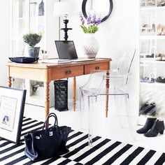 Loving this #home office space found on @mydomaine #dailyinspo #office #hermes #ghostchair