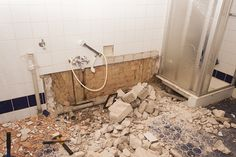 5 Bathroom Blunders To Avoid - Renovating For Profit Renovating For Profit, Touchless Faucet, Penny Round Tiles, Plumbing Problems, Shower Screen, Bathroom Renos, Walk In Shower, Home Buying, Decoration