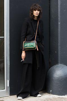Street style à la Fashion Week automne-hiver 2017-2018 de New York Mica Arganaraz model off duty