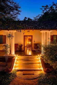 A beautiful Sri Lanka hotel at night http://itz-my.com