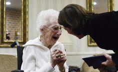 Margaret Thome ha recibido el diploma de forma honorífica 76 años después de verse obligada a dejar los estudios para cuidar a su madre enferma de cáncer.