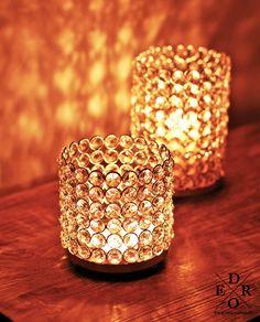 """Teelichthalter """"Big Crystal"""" die größte Versionen des wunderschönen Teelicht und Kerzenhalter Modelle bei Dero Home & Living. Aus vielen geschliffenen Glas-Elementen gefertigt, verbreitet er überall romantische Stimmung. Home Living, Candle Holders, Candles, Bar, Classic, Romantic Humor, Crystals, Hang In There, Xmas"""