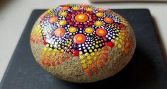 Caída de piedra del Mandala de Color  punto arte pintada