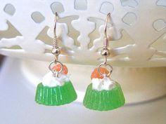 Hey, diesen tollen Etsy-Artikel fand ich bei http://www.etsy.com/de/listing/107759432/polymer-clay-jello-earrings-polymer-clay