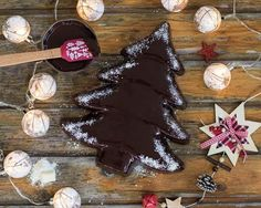 Abeto de brownie navideño con cobertura de chocolate Chocolate Nestle, Ideas Para Fiestas, Gingerbread Cookies, Food And Drink, Sugar, Desserts, Chocolate Frosting, Chocolate Desserts, Sweets