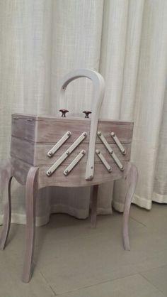 Dcopassion une travailleuse couture meubles for Travailleuse couture moderne