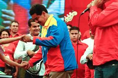 #IMPORTANTE Exprese su opinión sobre el Presidente @NicolasMaduro bailando Cumbia http://critica24.com/index.php/2015/08/29/importante-exprese-su-opinion-sobre-el-presidente-nicolasmaduro-bailando-cumbia/