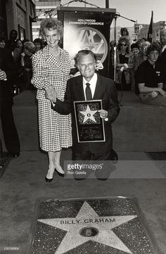 Billy Graham and Ruth Walk of Fame Pastor Billy Graham, Billy Graham Family, Billy Graham Quotes, Rev Billy Graham, Bill Graham, Evangelist Billy Graham, Amazing Pics, Amazing People, Awesome