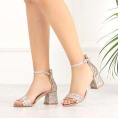 Peviti Bronz Pullu Kısa Topuk Kadın Sandalet #dressy #rose #sandals #heels #bronze Peep Toe, Footwear, Heels, Fashion, Craft, Slippers, Ballet Flat, Heel, Moda