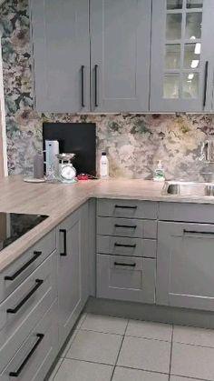Kitchen Room Design, Kitchen Layout, Home Decor Kitchen, Kitchen Interior, Home Kitchens, Grey Kitchen Designs, Kitchen Cabinet Styles, Modern Kitchen Cabinets, Kitchen Cupboard Handles