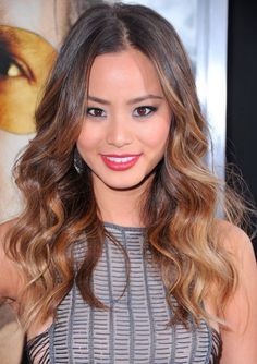 I think im gonna go for this ombre hair. In this picture, Jamie Chung looks so stunning with her ombre hair! Jamie Chung, Sombre Hair Color, Balayage Hair, Ombre Color, Bayalage, Hair Color Asian, Asian Hair, Ombré Hair, New Hair