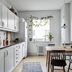 Room redo: swedish dining room with floral touch in 2019 far Kitchen Window Coverings, Kitchen Window Valances, Kitchen Window Treatments, Swedish Kitchen, Swedish House, Scandinavian Kitchen, Scandinavian Windows, Brown Furniture, Dining Room Furniture
