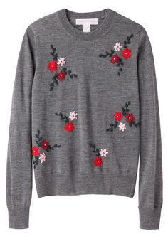 floral sweater, looks so cosy Trajes Business Casual, Pretty Outfits, Cute Outfits, Comme Des Garçons Shirt, Embroidery On Clothes, Hand Embroidery, Sweatshirt Refashion, Floral Sweater, Grey Sweater