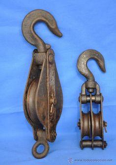 Dos poleas o Garruchas de Hierro. (Antigüedades - Técnicas - Herramientas Antiguas - Otras profesiones)