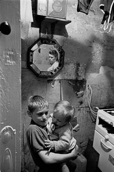 Michael Rump holding his baby brother in the kitchen, Rothschild Dwellings, Whitechapel, London 1969 Vintage Pictures, Girl Pictures, Gorbals Glasgow, Iconic Photos, Boys Playing, History Photos, Slums, Documentary Photography, Street Photo