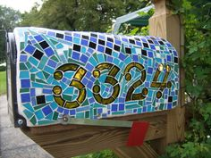 Mosaic mailbox, love it! Been meaning to do this for a loooooong time!