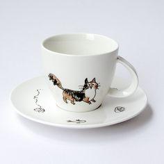 Illustration on porcelain · Ilustración sobre porcelana · Dibujado a mano · Hand-drawn www.cayagutierrez.com Coffee Cups And Saucers, Cup And Saucer, Tea Cups, Illustration, Mugs, Tableware, Pictures, Porcelain Ceramics, Photos