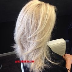 After shot! #blondehair #blondecolor #dallasblonde #blondie #colorist #blonde #lagirl #dallashair #dallasblondes #lablondie #blondecolorspecialist #dallasbeauty #beverlyhillssalon #blondesalon #blondtourage #comeinwereblonde